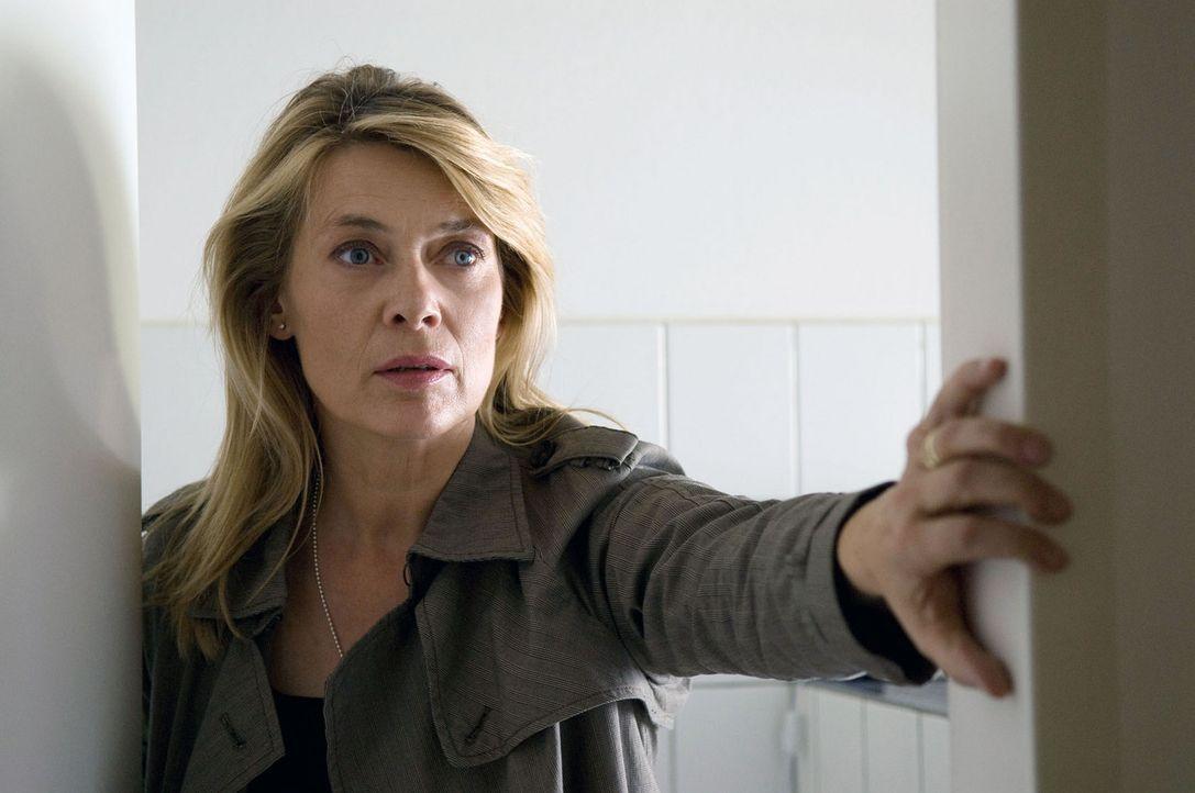 Als sich die merkwürdigen Ereignisse überschlagen, beschleicht Christiane (Barbara Rudnik) der Verdacht, dass ihr Schwiegersohn dahintersteckt. Si... - Bildquelle: Sat.1