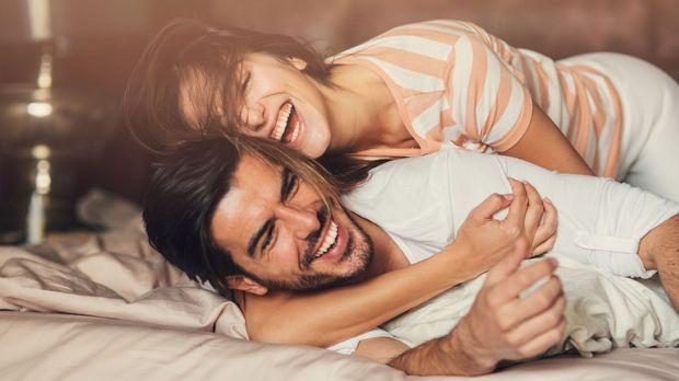 Körpersprache beim Mann: Ist er an dir interessiert?