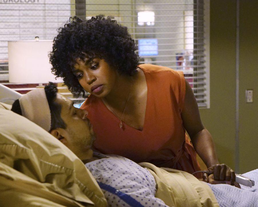 Stephanies (Jerrika Hinton, r.) frische Beziehung wird auf die Probe gestellt, als Kyle (Wilmer Valderrama, l.) erneut am Hirn operiert werden muss... - Bildquelle: Richard Cartwright ABC Studios