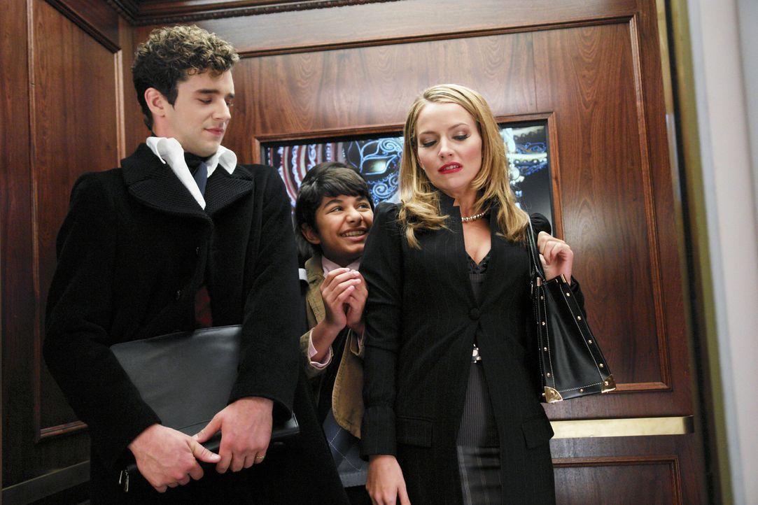 Amanda (Becki Newton, r.) und Marc (Michael Urie, l.) finden Justin (Mark Indelicato, M.) etwas nervig ... - Bildquelle: Buena Vista International Television