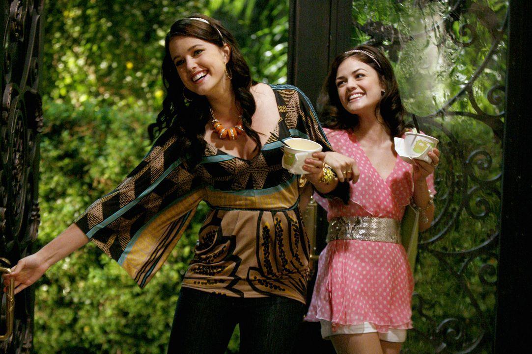 Haben es faustdick hinter den Ohren: Sage (Ashley Newbrough, M.) und Rose (Lucy Hale, r.) ... - Bildquelle: Warner Bros. Television