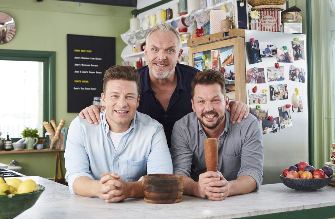(v.l.n.r.) Jamie Oliver; Greg Davies; Jimmy Doherty - Bildquelle: David Loftus