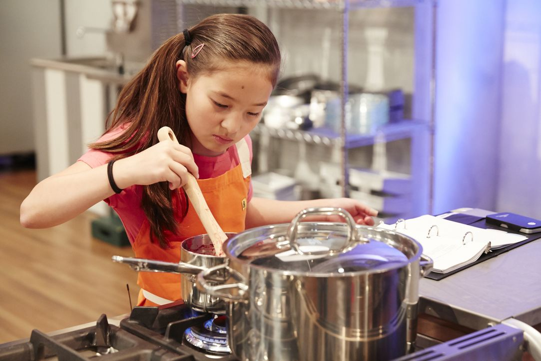 Wird der jungen Emma Wensing ihr Drei-Beeren-Pie gelingen? - Bildquelle: Greg Gayne 2015, Television Food Network, G.P. All Rights Reserved