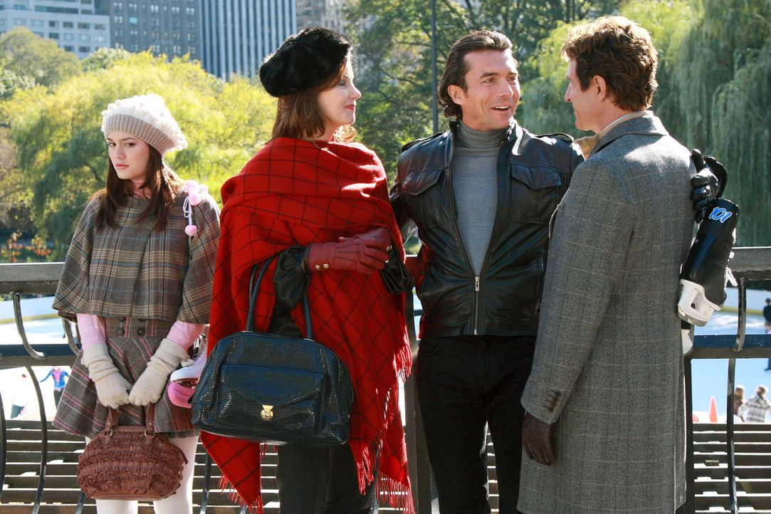 Blair (Leighton Meester, l.) ist völlig fassungslos, als ihr Vater Harold (John Shea, r.) mit seinem Freund Roman (William Abadie, 2.v.r.) und Elea... - Bildquelle: Warner Brothers