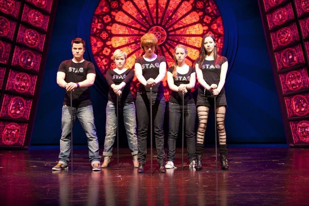 Die STAG ist zurück und legt ein großartiges Vorsingen hin: (v.l.n.r) Timo (Rocco Stark), Emma (Kasia Borek), Sophie (Fransicka Friede), Lara (Ame... - Bildquelle: SAT.1