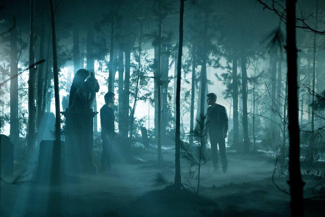 Als Damon (Ian Somerhalder, l.) und Stefan (Paul Wesley, r.) in Damons Kopf aufeinandertreffen, führen sie ein Gespräch, das alles verändern könnte... - Bildquelle: Warner Bros. Entertainment, Inc.