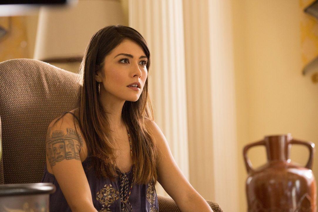 Ihre Vergangenheit birgt beängstigende und aufschlussreiche Geheimnisse: Sophie (Daniella Pineda) ... - Bildquelle: Warner Bros. Television