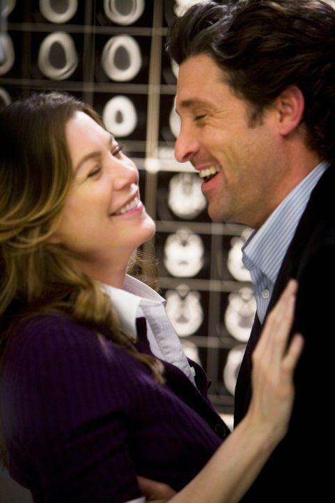 Liebesbrief im Aufzug: Derek (Patrick Dempsey, r.) und Meredith (Ellen Pompeo, l.) ... - Bildquelle: Touchstone Television