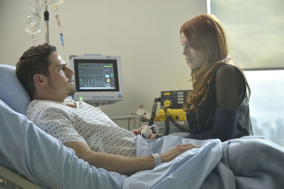 Wie wird es mit Vincent (Jay Ryan, l.) und Tori (Amber Skye Noyes, r.) weitergehen? - Bildquelle: 2013 The CW Network, LLC. All rights reserved.