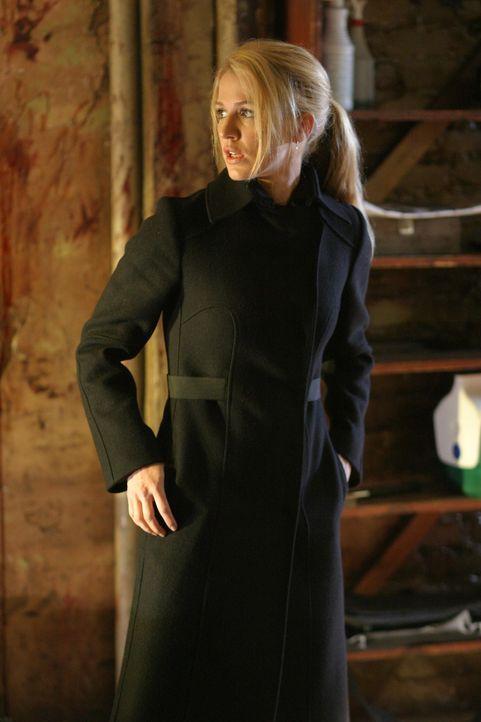 In einem Hinterzimmer des Friseursalons entdeckt Samantha Spade (Poppy Montgomery) Spuren eines vorangegangenen Kampfes ... - Bildquelle: Warner Bros. Entertainment Inc.