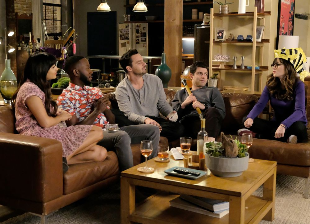 Als der Besitzer des Lofts plötzlich Eigenbedarf anmeldet, erinnern sich (v.l.n.r.) Cece (Hannah Simone), Winston (Lamorne Morris), Nick (Jake Johns... - Bildquelle: Ray Mickshaw 2018 Fox and its related entities.  All rights reserved.