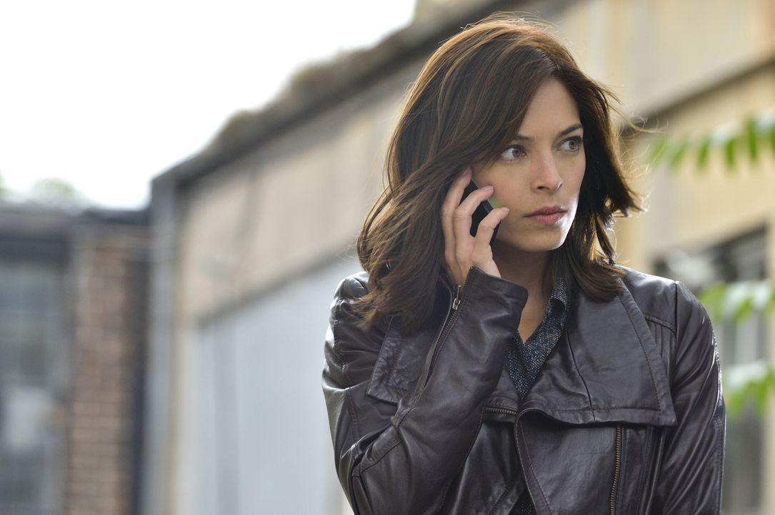 Sollte sich Catherines (Kristin Kreuk) Verdacht nicht bestätigen, gerät Tess als neuer Captain in ernsthafte Schwierigkeiten ... - Bildquelle: Ben Mark Holzberg 2015 The CW Network, LLC. All rights reserved.
