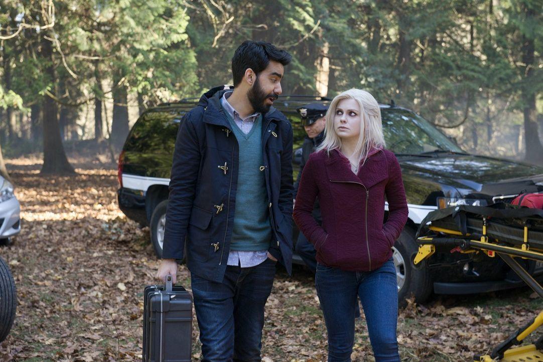 Ravi (Rahul Kohli, l.) rät Liv (Rose McIver, r.) dazu, Lowell in ihre Pläne bezüglich Blaine einzuweihen. Ist das wirklich eine gute Idee? - Bildquelle: Warner Brothers
