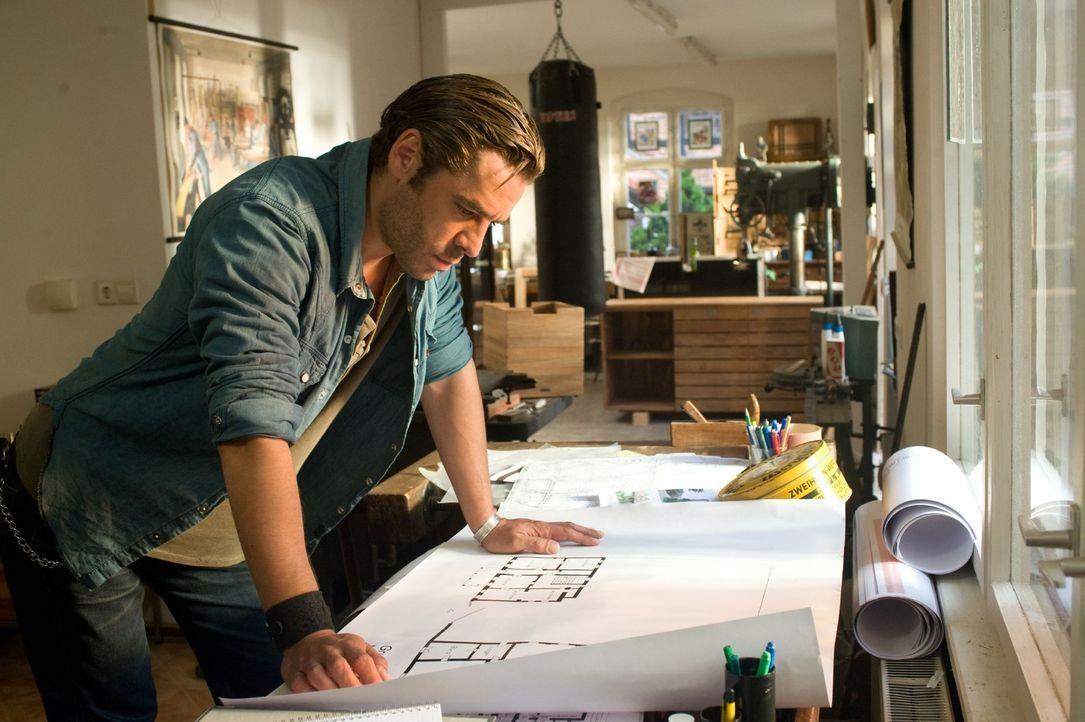 Ben (Tobias Oertel) hat seine eigenen Pläne mit der alten Weberei ... - Bildquelle: Gordon Mühle Sat.1