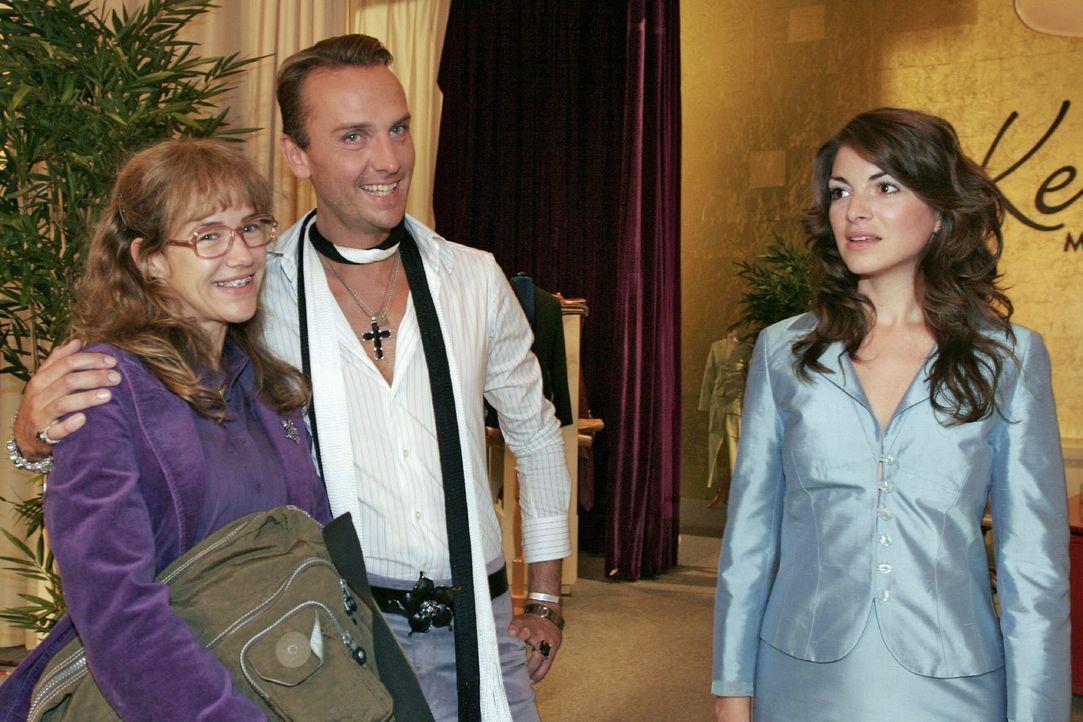 Lisa (Alexandra Neldel, l.) ist glücklich über Hugos (Hubertus Regout, M.) Unterstützung. Mariella (Bianca Hein, r.) wird das neue Gesicht von Ke... - Bildquelle: Noreen Flynn Sat.1