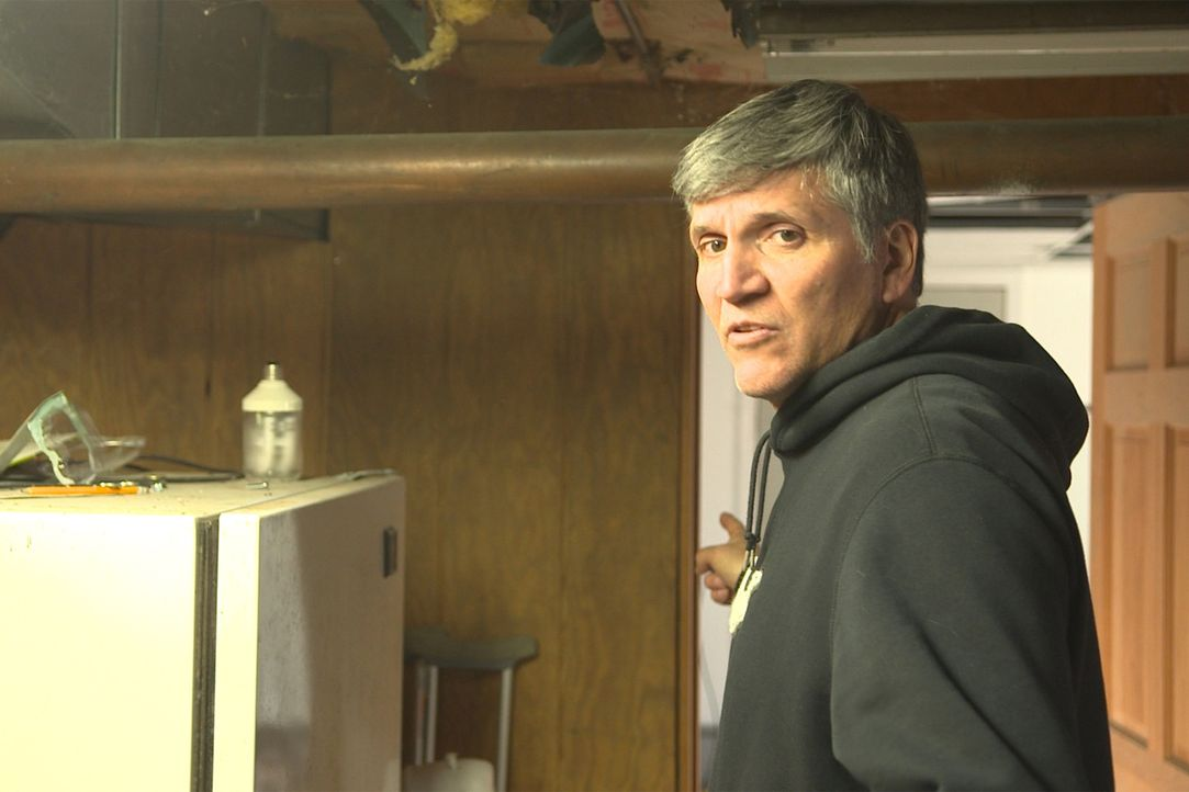 Jerry erfüllt sich einen Traum, als er ein heruntergekommenes Haus kauft und es renovieren will. Doch wie wird der Rest der Familie reagieren, denn... - Bildquelle: 2014, DIY Network's/Scripps Network's, LLC.
