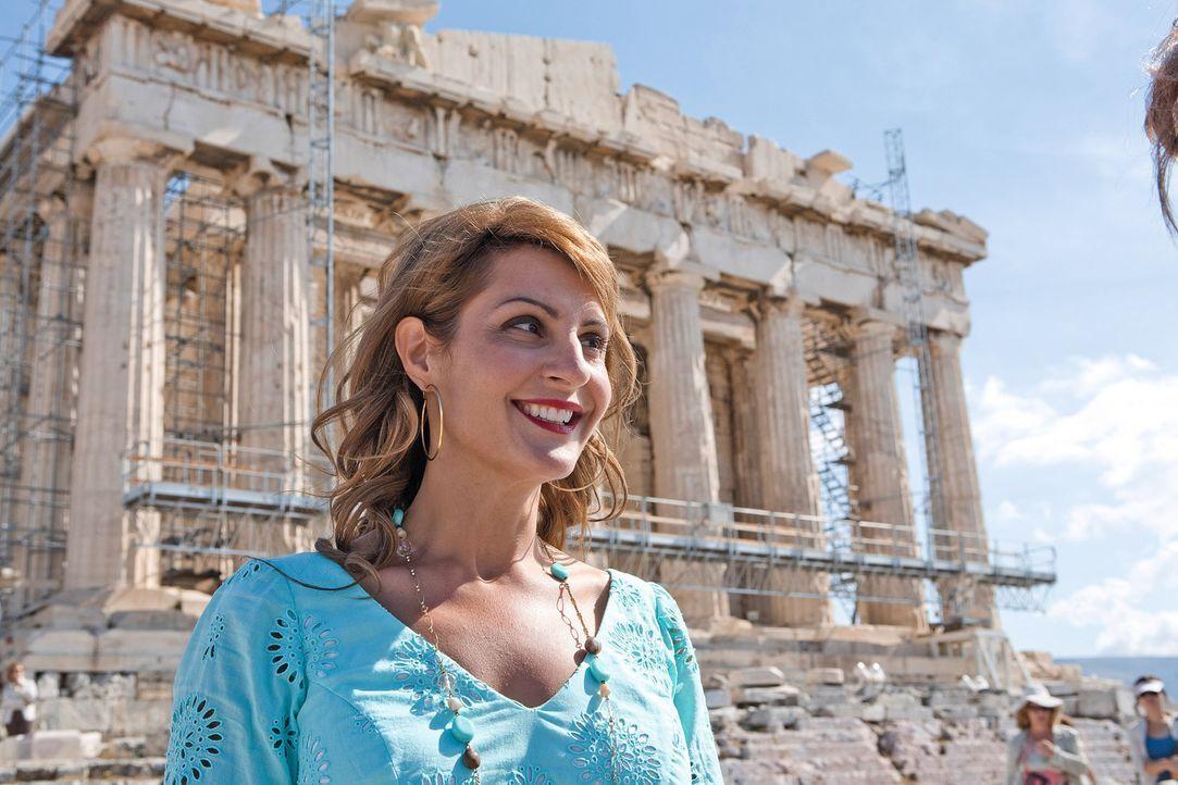 Die zugeknöpfte Akademikerin Georgia (Nia Vardalos) verwandelt sich nach und nach in eine mitreißende Reisebegleiterin, der die Männerwelt zu Fü... - Bildquelle: 2008 My Life In Ruins, LLC All Rights Reserved