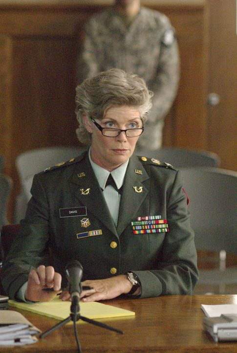 Colonel Davis (Kelly McGillis) hat Tashas Schicksal in der Hand... - Bildquelle: Metro-Goldwyn-Mayer Studios Inc. All Rights Reserved.