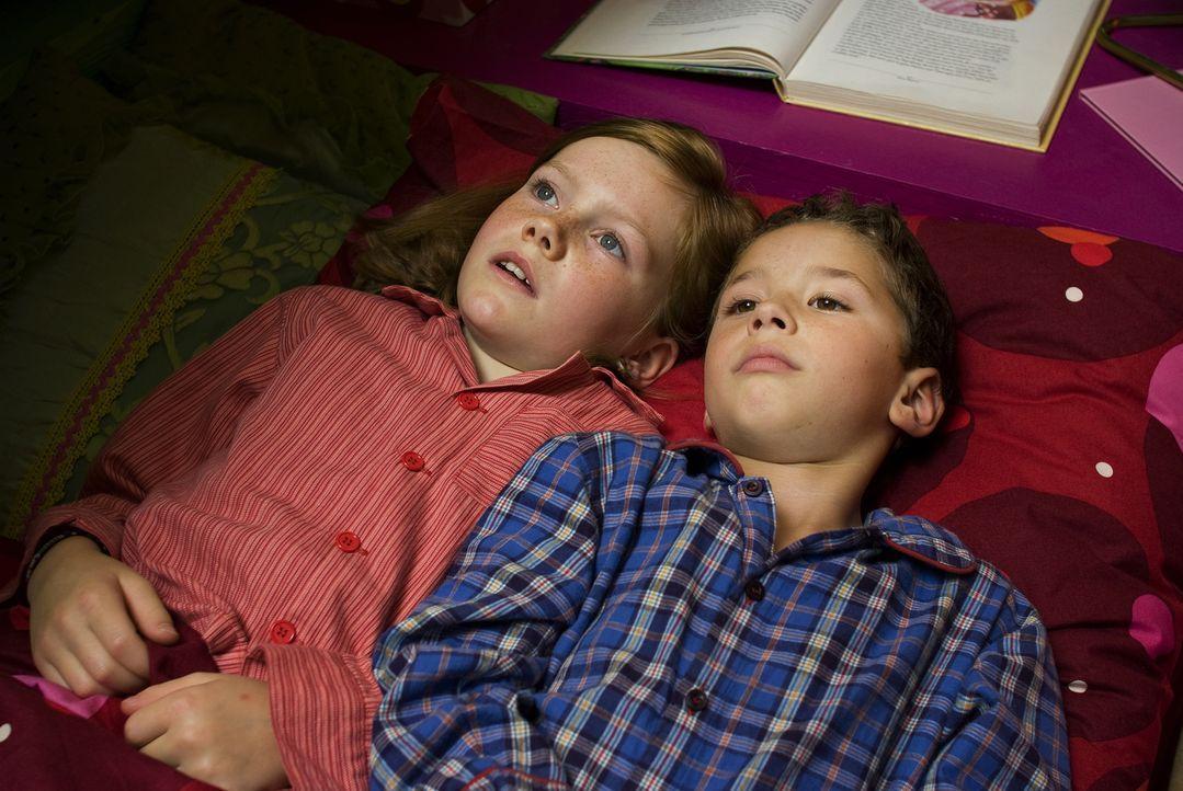 Bisher war Lilli (Alina Freund, l.) ein völlig normales Mädchen, das mit ihrer Mutter und ihrem kleinem Bruder Leon (Sami Herzog, r.) ein gewöhnlich... - Bildquelle: Marco Nagel Disney