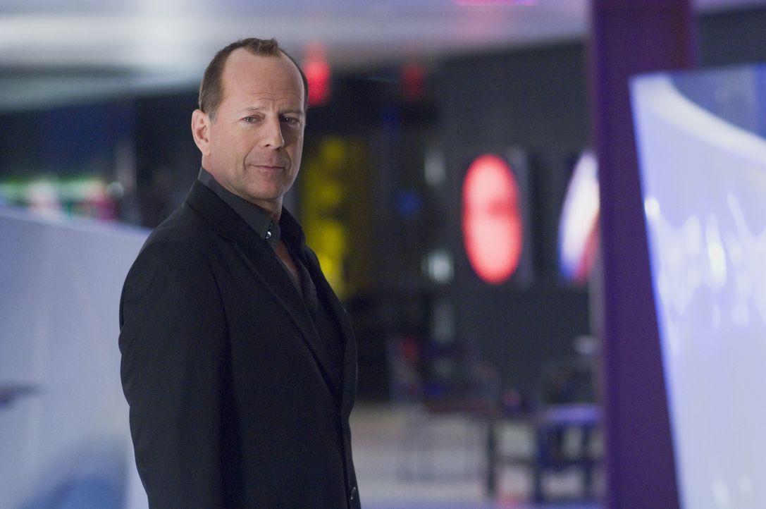 Der Multimillionär und Top Manager Harrison Hill (Bruce Willis) wird von einer ehrgeizigen Journalistin verfolgt, weil diese glaubt, er wäre in eine... - Bildquelle: Copyright   2007 Revolution Studios Distribution Company, LLC. All Rights Reserved.