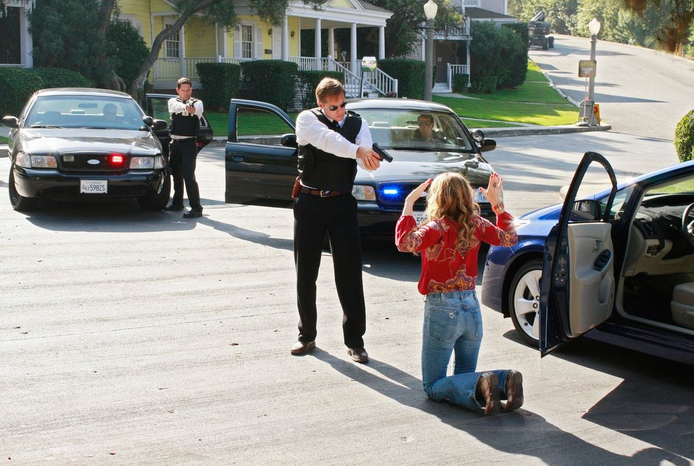 Angie (Drea de Matteo, r.) macht sich Gedanken, was geschehen würde, wenn Mona den Unfall überlebt und sie bei der Polizei verpfeifen würde ... - Bildquelle: ABC Studios