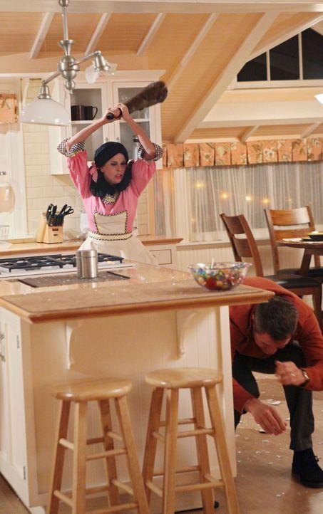 Paul (Mark Moses, r.) spürt, dass er sich mit Susan (Teri Hatcher, l.) nicht anlegen sollte ... - Bildquelle: ABC Studios