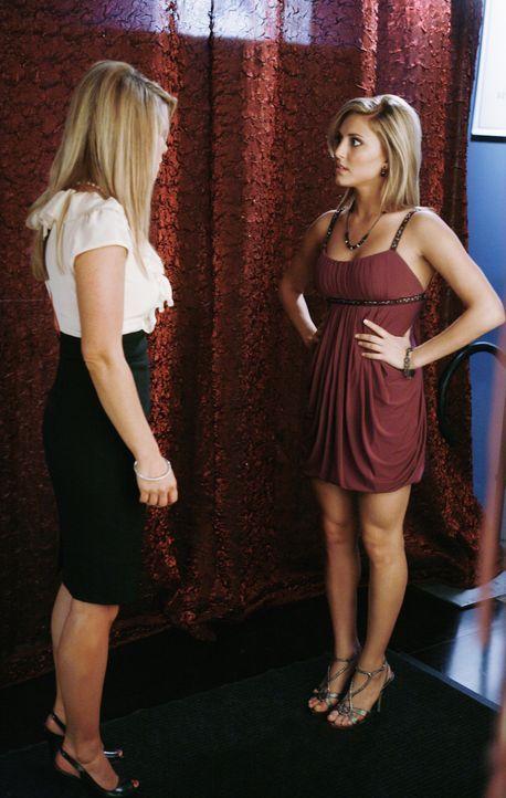 Summer (Candace Cameron Bure, l.) versucht mal wieder einen Schritt auf Lauren (Cassie Scerbo, r.) zuzugehen. Wird sie sich darauf einlassen? - Bildquelle: 2009 DISNEY ENTERPRISES, INC. All rights reserved. NO ARCHIVING. NO RESALE.