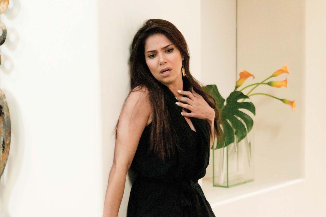 Während Valentina versucht, ihre Gefühle zu Remi zu kontrollieren, bekommt Carmen (Roselyn Sanchez) unerwünschten Besuch ... - Bildquelle: ABC Studios