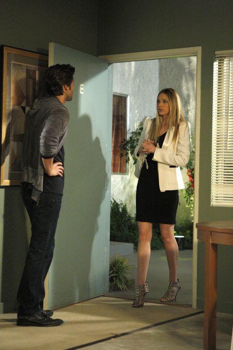 Ryan (Ryan Eggold, l.) ist sehr überrascht, als Jen (Sara Foster, r.) plötzlich auftaucht und sich fortan um ihren und Ryans Sohn kümmern will ... - Bildquelle: 2011 The CW Network. All Rights Reserved.