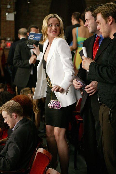 """Dank Samanthas (Kim Cattrall, l.) Einsatz wird die Premiere von """"Full Moon"""" ein unglaublicher Erfolg, der jedoch Jerry den Namen kostet ... - Bildquelle: Paramount Pictures"""