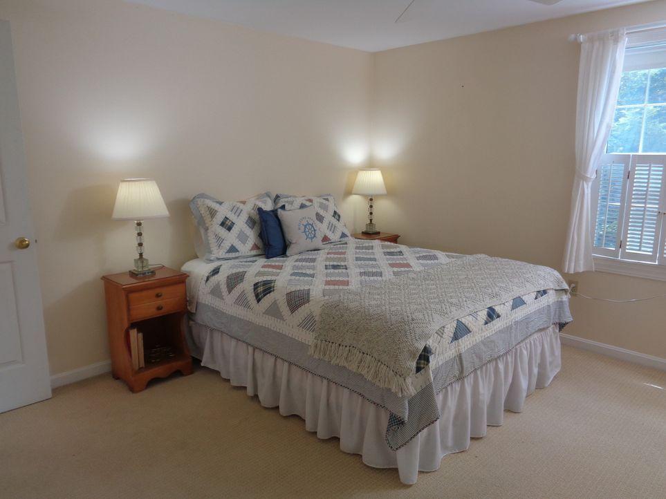 Es ist nicht leicht, ein günstiges Haus am See zu finden. Doch Immobilienmakler Kevin Shaw gibt alles, damit Gina und Scott am Lake Winnipesaukee ei... - Bildquelle: 2015, HGTV/Scripps Networks, LLC. All Rights Reserved.