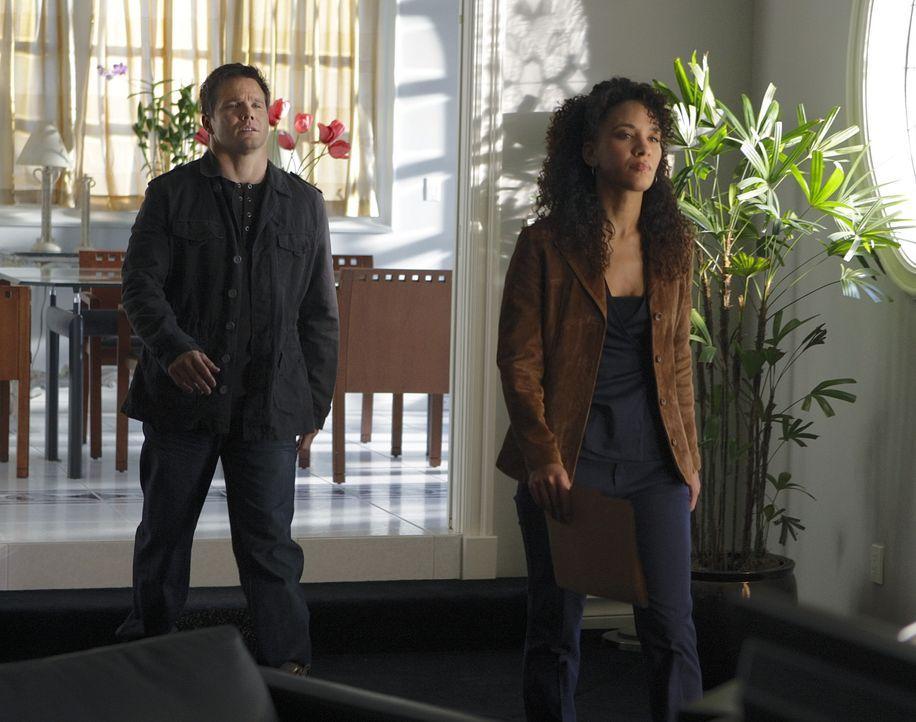 Colby Granger (Dylan Bruno, l.) und Nikki Betancourt (Sophina Brown, r.) stehen vor einem Rätsel, denn Damian Lake, der vor den Augen des FBIs einen... - Bildquelle: Paramount Network Television