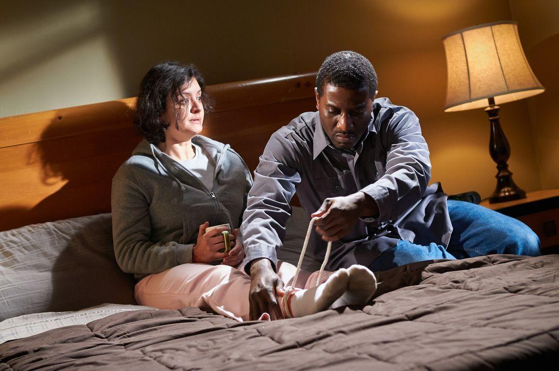 101 Stunden muss Debra (l.) mit dem Killer ihres Mannes verbringen und ist der Skrupellosigkeit von Donald (r.) hilflos ausgesetzt ... - Bildquelle: Steven Lungley Cineflix 2014