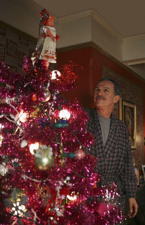 Weihnachten steht vor der Tür und Ignacio (Tony Plana) hat alle Hände voll zu tun ... - Bildquelle: Buena Vista International Television