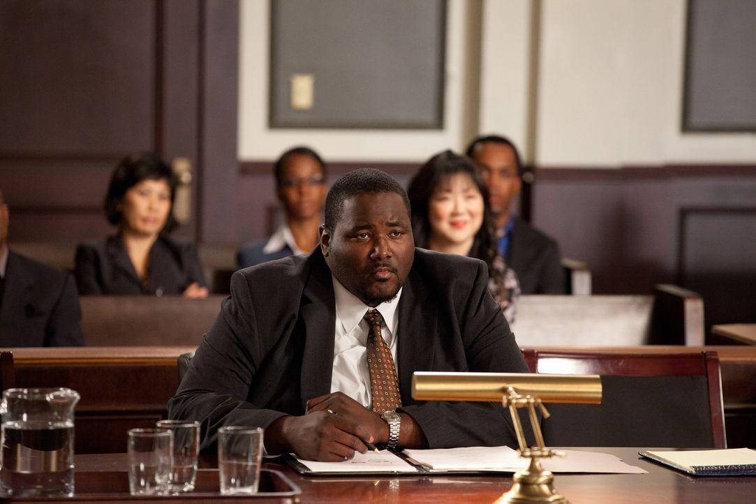 Der angehende Anwalt, Jacob Campbell (Quinton Aaron), kämpft für seine Verlobte vor Gericht. Sie wurde in einem Brautmodengeschäft niedergetrampe... - Bildquelle: 2011 Sony Pictures Television Inc. All Rights Reserved.