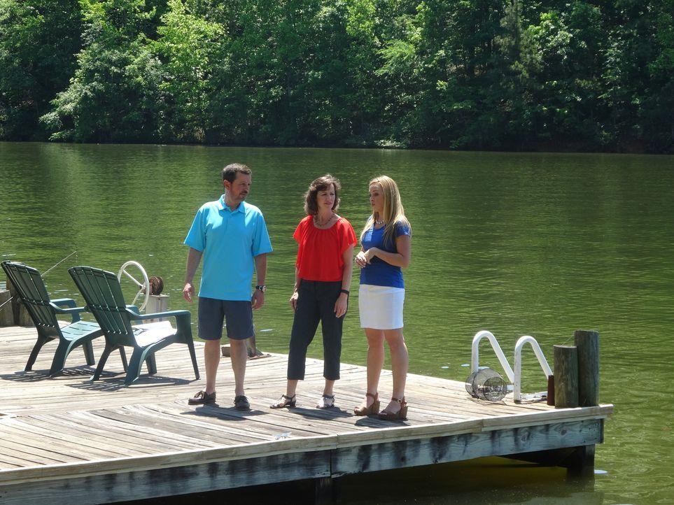 Seit Jahren verbringen Steve (l.), Roxann (M.) und ihre Kinder jede freie Minute am Logan Martin See, doch länger als einen Tag oder ein Wochenende... - Bildquelle: 2015,HGTV/Scripps Networks, LLC. All Rights Reserved