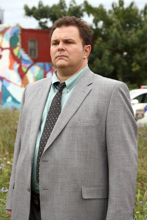 Ermittelt in einem noch nicht gelösten Fall: Nick Vera (Jeremy Ratchford) ... - Bildquelle: Warner Bros. Television