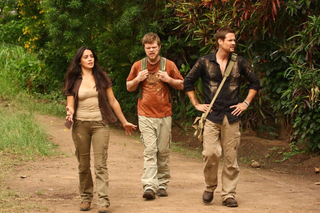 Kaum in Peru angekommen, stößt Jack (Shane West, r.) auf Gordon (Elden Henson, l.) und seine Exfreundin Maria (Natalie Martinez, M.). Gemeinsam ge...