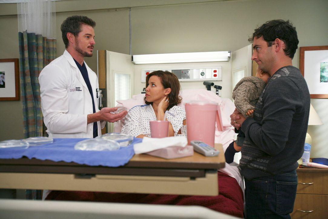 Mark (Eric Dane, l.) erklärt seiner Patientin Anna (Justina Machado, M.) und deren Mann (Chris Conner, r.) die Konsequenzen der Operation ... - Bildquelle: Touchstone Television