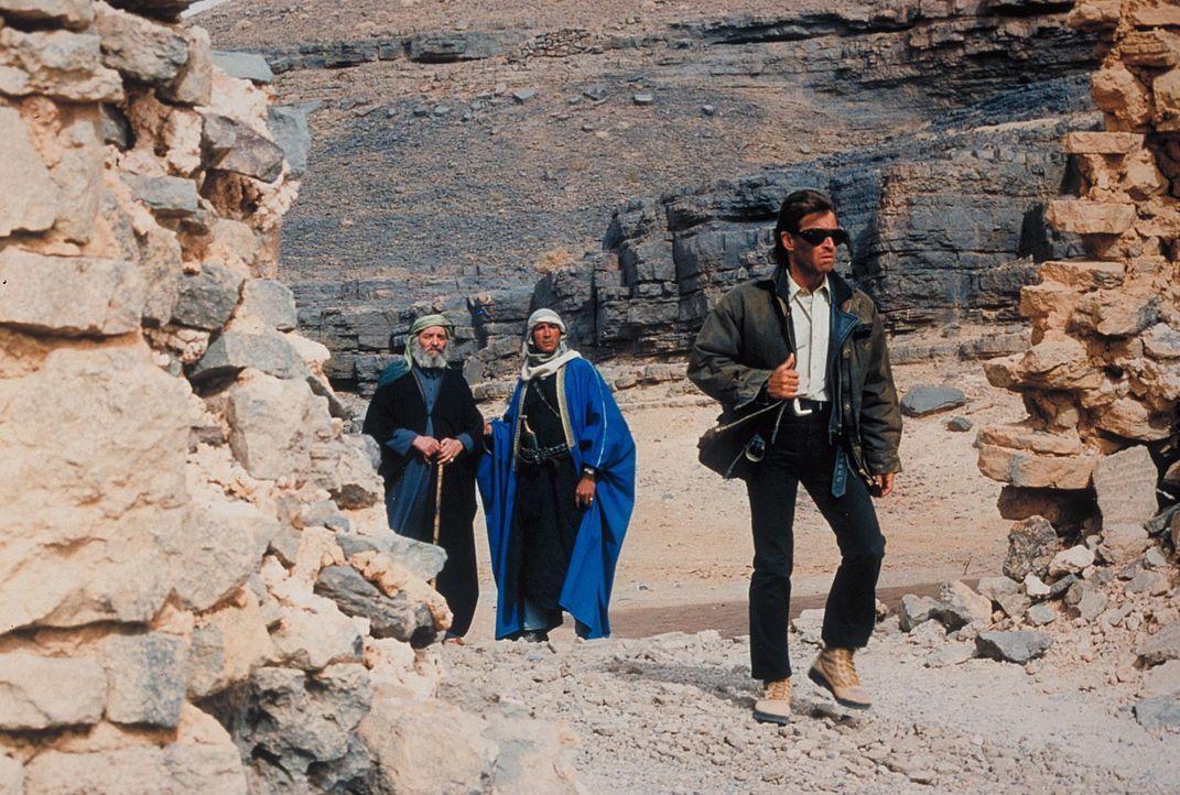 """Jans Vater Marc (Peter Maffay), der seit vielen Jahren im Jemen lebt, begleitet die jungen Leute unfreiwillig als """"Reiseführer"""". Trotzdem geraten d... - Bildquelle: Heiko von Tippelskirch ProSieben"""