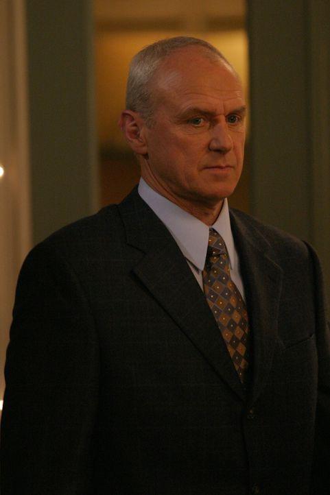 Hauptperson an diesem Abend: Caleb (Alan Dale) ... - Bildquelle: Warner Bros. Television