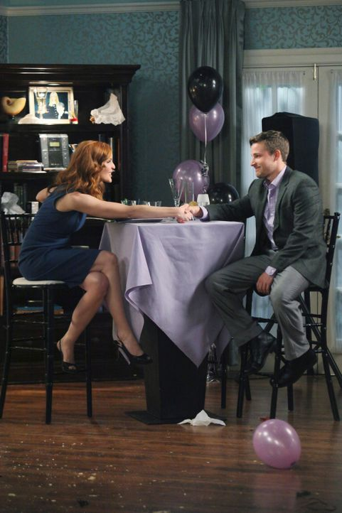 Während Lynette einen Plan in Angriff nimmt, um Tom zurück zu gewinnen, ist Bree (Marcia Cross, l.) misstrauisch als Andrew (Shawn Pyfrom, r.) ankün... - Bildquelle: ABC Studios