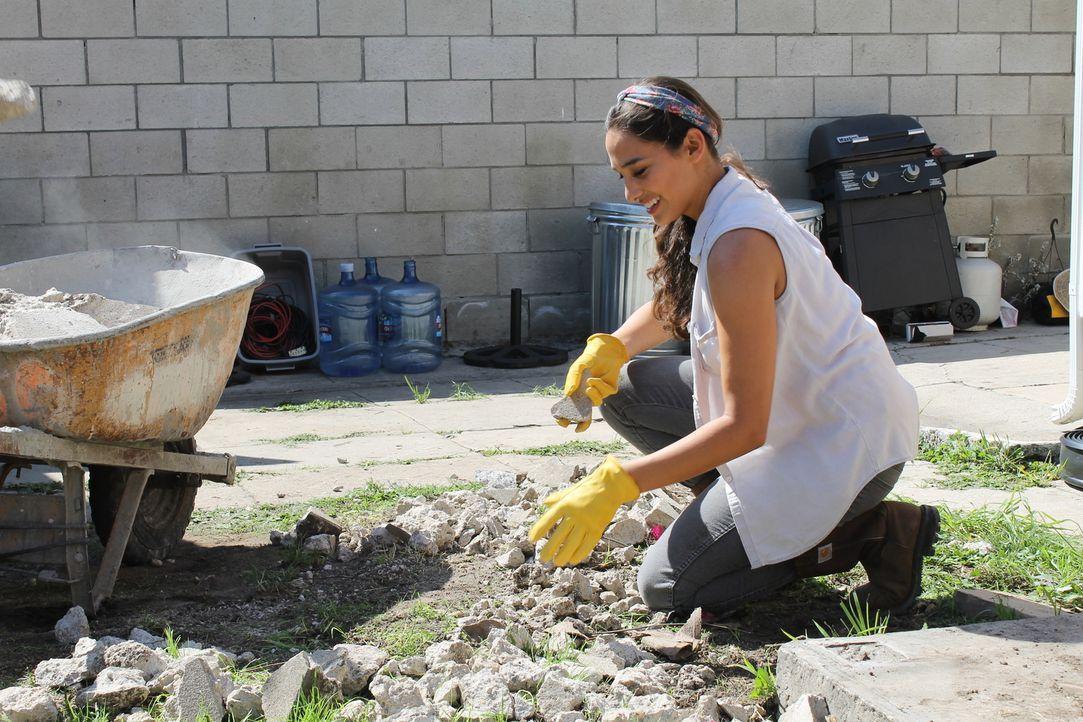 Dieses Projekt hat es in sich. Wird Landschaftsgärtnerin Sara Bendrick wirklich alle Wünsche des Kunden erfüllen können? - Bildquelle: 2014, DIY Network/Scripps Networks, LLC. All RIghts Reserved.