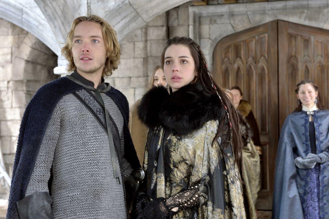 Francis (Toby Regbo, l.) und Mary (Adelaide Kane, r.) wissen, dass König Henry II. geisteskrank ist und seine Regierung das Land gefährdet. Mary geh... - Bildquelle: 2013 The CW Network, LLC. All rights reserved.