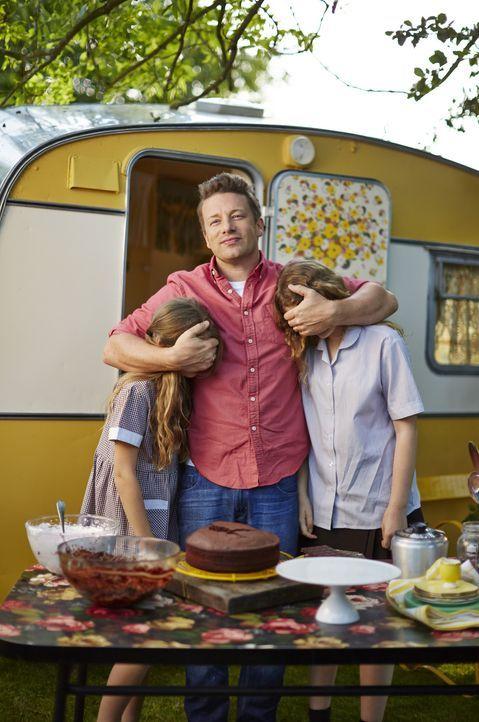 Auf seine beiden Mädchen Poppy und Daisy kann Jamie Oliver (M.) immer setzten ... - Bildquelle: FRESH ONE PRODUCTIONS MMXIV