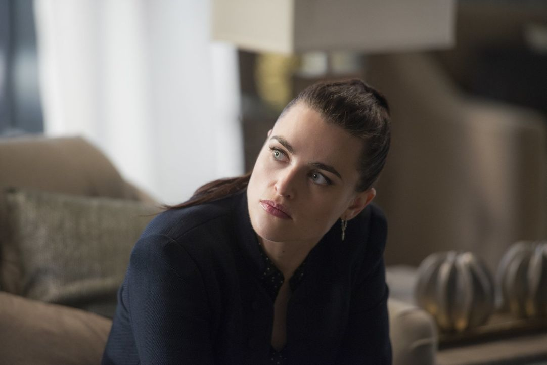 """In Lena (Katie McGrath) wächst wegen einer unbegründeten Anschuldigung der Hass auf Morgan Edge. Sorgt das schließlich dafür, dass die """"Luthor-Gene""""... - Bildquelle: 2017 Warner Bros."""