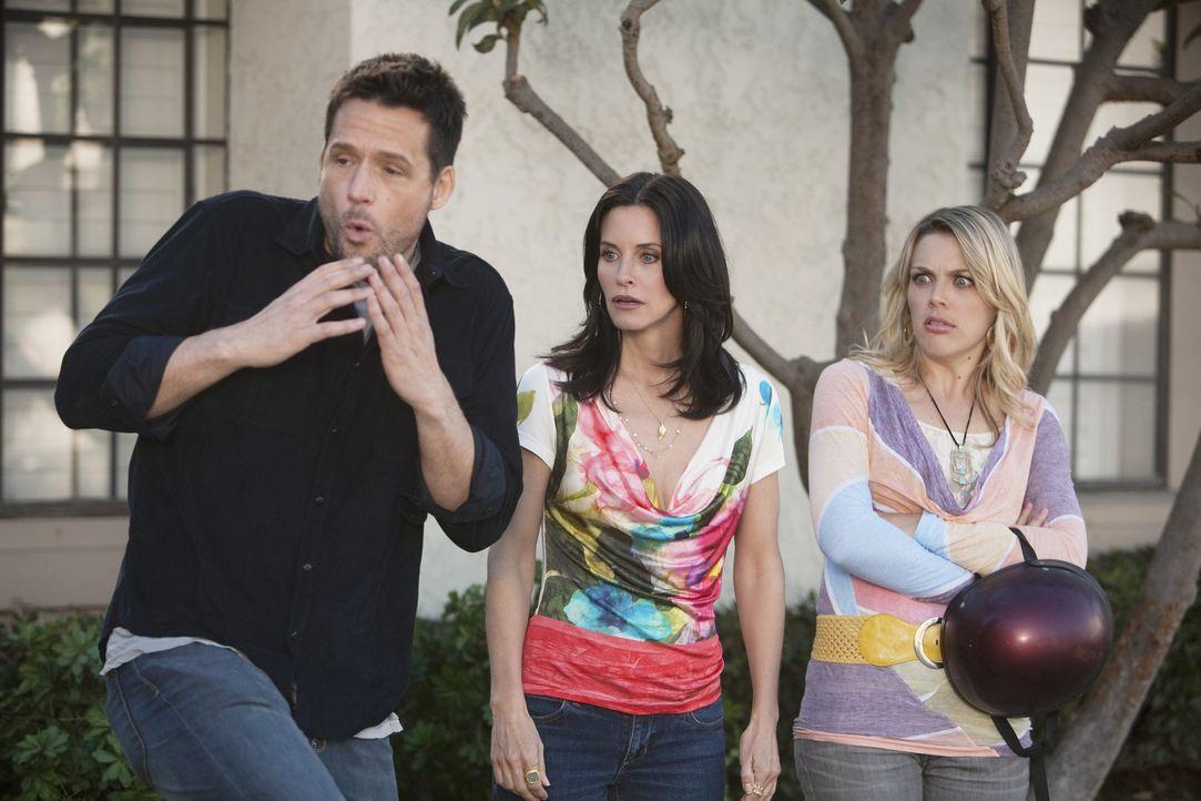 Während Jules (Courteney Cox, M.) und Grayson (Josh Hopkins, l.) darüber diskutieren, ob Männer und Frauen eine platonische Freundschaft führen... - Bildquelle: 2009 ABC INC.