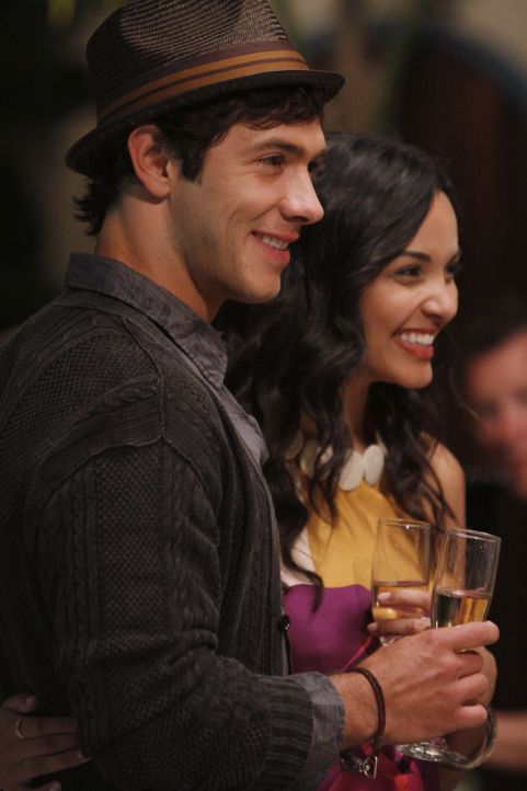 Gibt es etwa ein Happy-End für Jonah (Michael Rady, l.) und Riley (Jessica Lucas, r.)? - Bildquelle: 2009 The CW Network, LLC. All rights reserved.