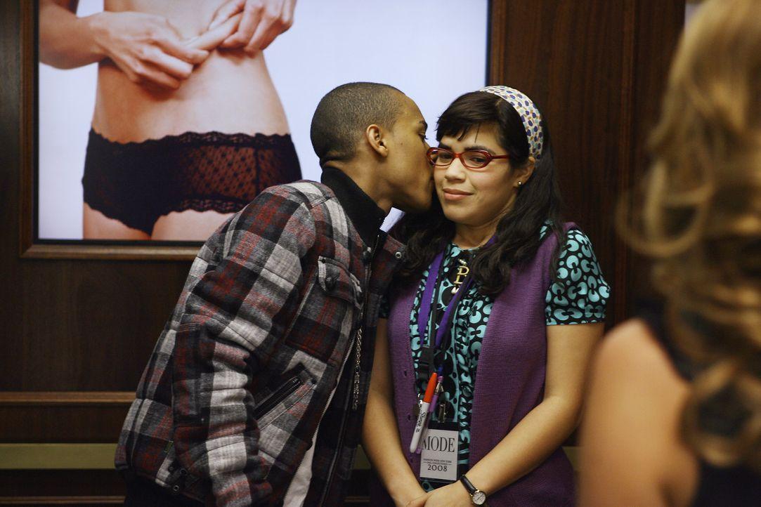 Rapper Bow Wow (l.) macht Betty (America Ferrera, r.) einen ungewöhnlichen Vorschlag ... - Bildquelle: Buena Vista International Television