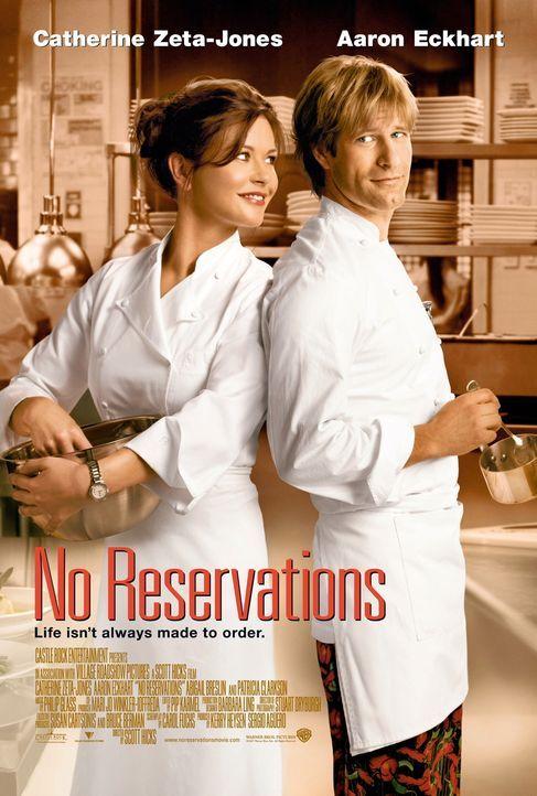Liebe geht durch den Magen: Auch wenn die Meisterköchin Kate Armstrong (Catherine Zeta-Jones, l.) große Schwierigkeiten mit dem neuen Koch Nick Pa... - Bildquelle: Warner Bros.